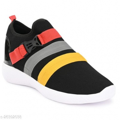 FASHIONABLE BLACK SNEAKERS